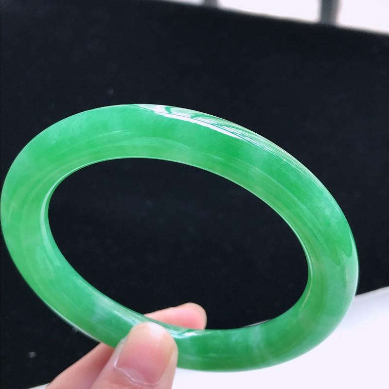翡翠a货,老坑糯种水润满绿圆条手镯,圈口57.9/10.0/10.1,玉质细腻,色美种足,上手高贵大