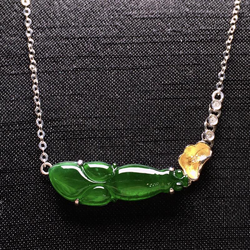 18K金钻镶嵌翠绿金鱼吊坠 色泽均匀艳丽 质地细腻 款式新颖时尚唯美 亮眼 整体尺寸22.6*7.3