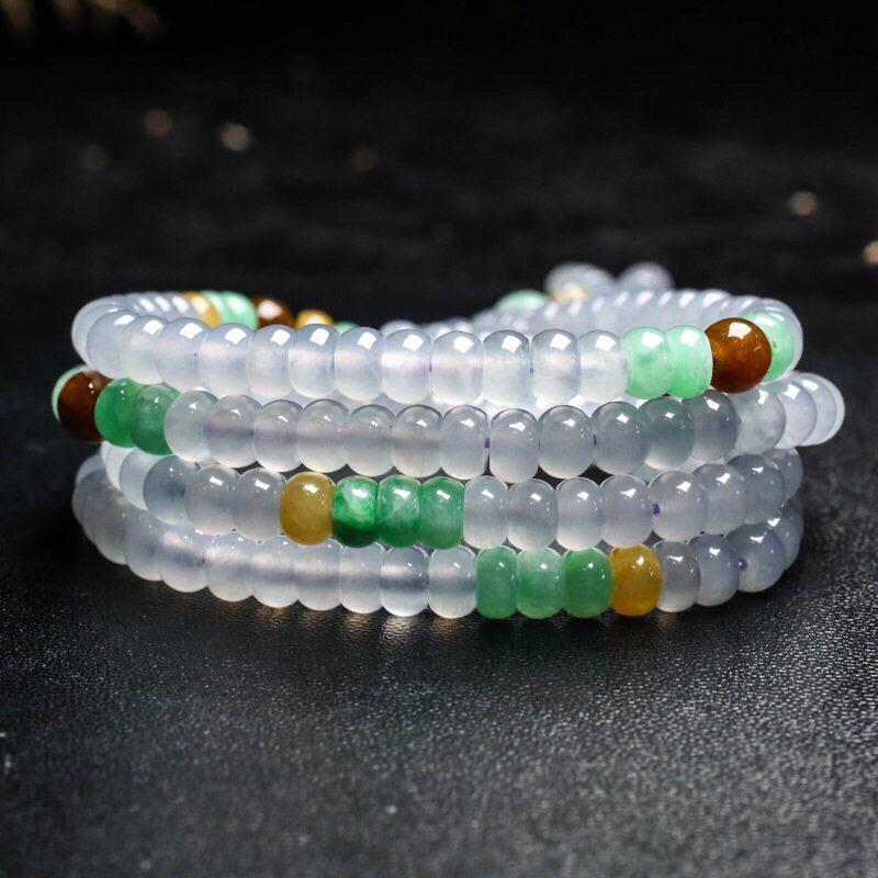 拍下有礼三彩翡翠珠链。共186颗珠子,取其中一颗珠尺寸5.8*4mm,珠子清秀高雅,实物漂亮,