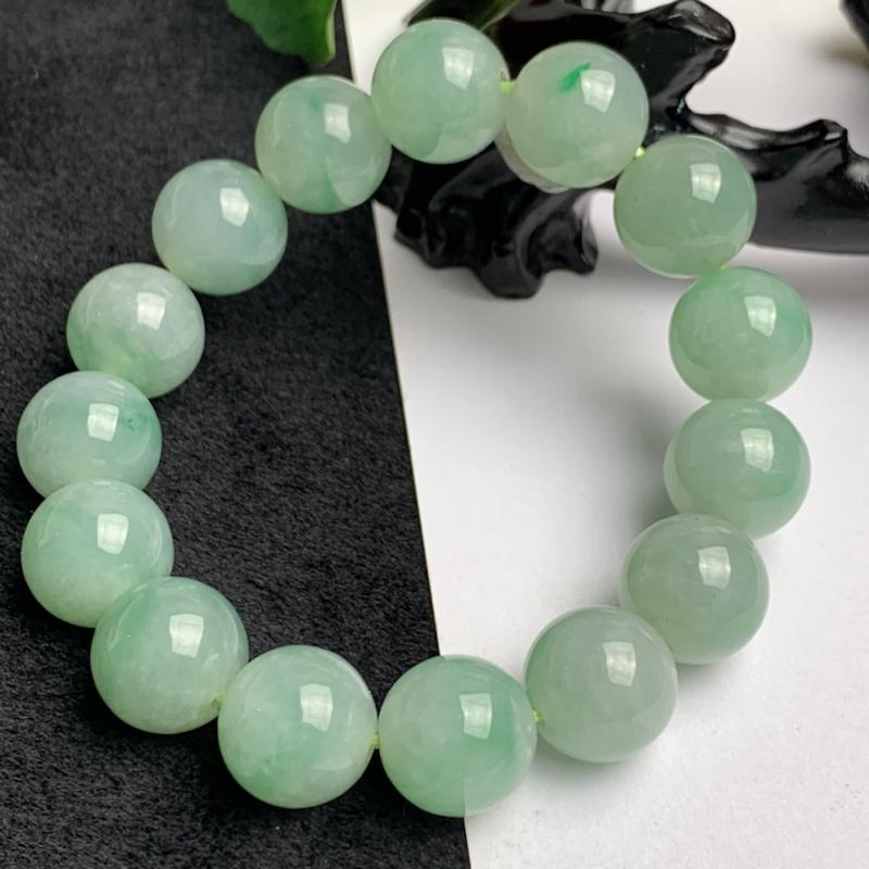 满绿翡翠手链,玉质细腻,圆润饱满,有种有色,佩戴效果更好