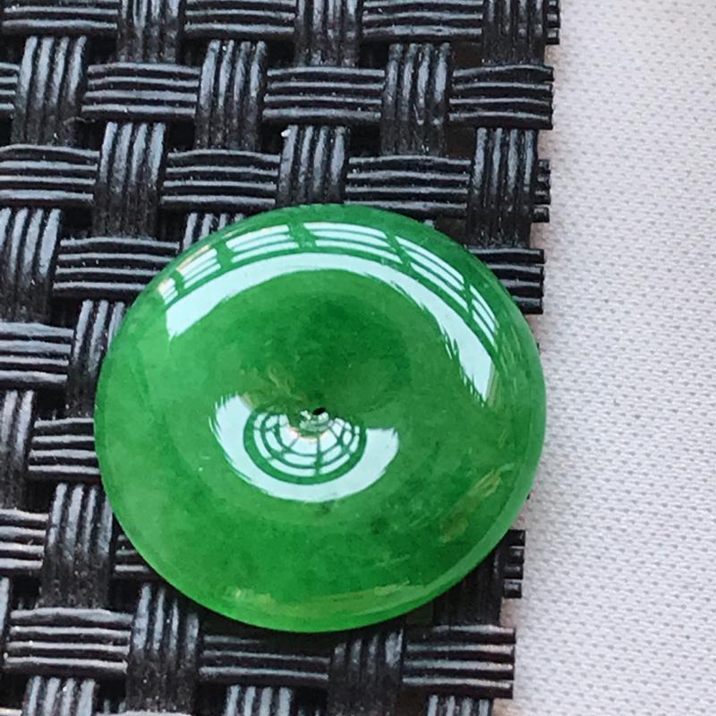 翡翠a货 糯种水润满绿平安扣戒面 玉质细腻,颜色漂亮,上身好看,尺寸19.1/19.1/3.0