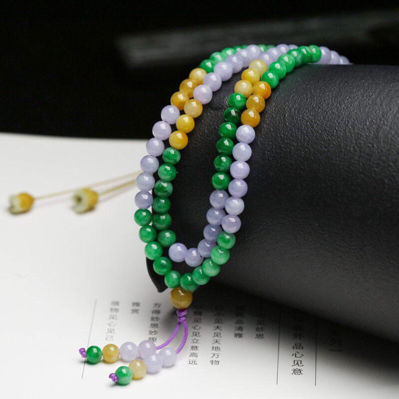 拍下有礼多彩翡翠珠链,共147颗珠子,取其中一颗珠尺寸大约5.2mm,珠子圆润饱满,清爽秀气,