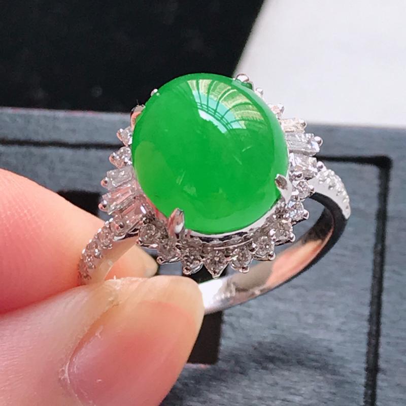 翡翠a货 18K金伴钻冰糯种水润满色正阳绿蛋面戒指,玉质细腻,颜色漂亮,上身高贵上档次,尺寸内径17