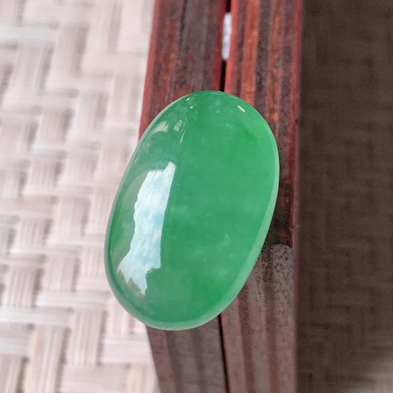 冰润满绿翡翠戒面  质地细腻,清新自然的绿色,沁人心脾,镶嵌佩戴效果佳,无纹裂,性价比超值  W99