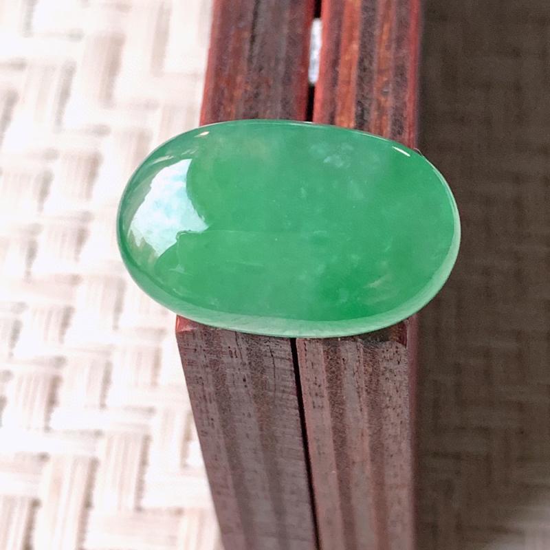 【冰润满绿翡翠戒面  质地细腻,清新自然的绿色,沁人心脾,镶嵌佩戴效果佳,无纹裂,性价比超值  W99   尺寸:18.8-12-5.5mm】图3