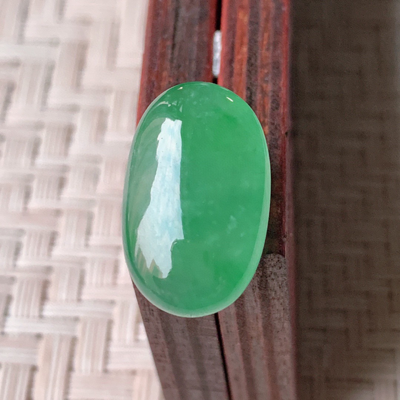 【冰润满绿翡翠戒面  质地细腻,清新自然的绿色,沁人心脾,镶嵌佩戴效果佳,无纹裂,性价比超值  W99   尺寸:18.8-12-5.5mm】图5