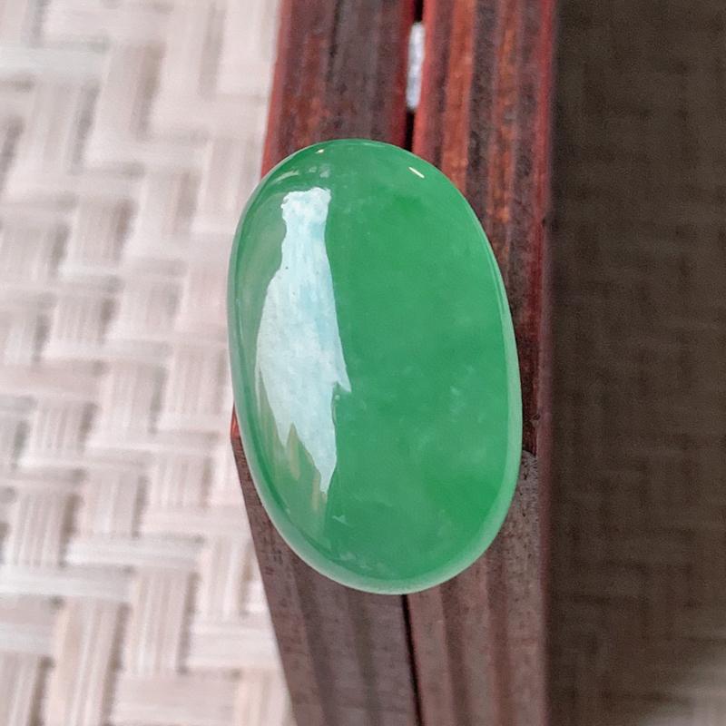 【冰润满绿翡翠戒面  质地细腻,清新自然的绿色,沁人心脾,镶嵌佩戴效果佳,无纹裂,性价比超值  W99   尺寸:18.8-12-5.5mm】图2