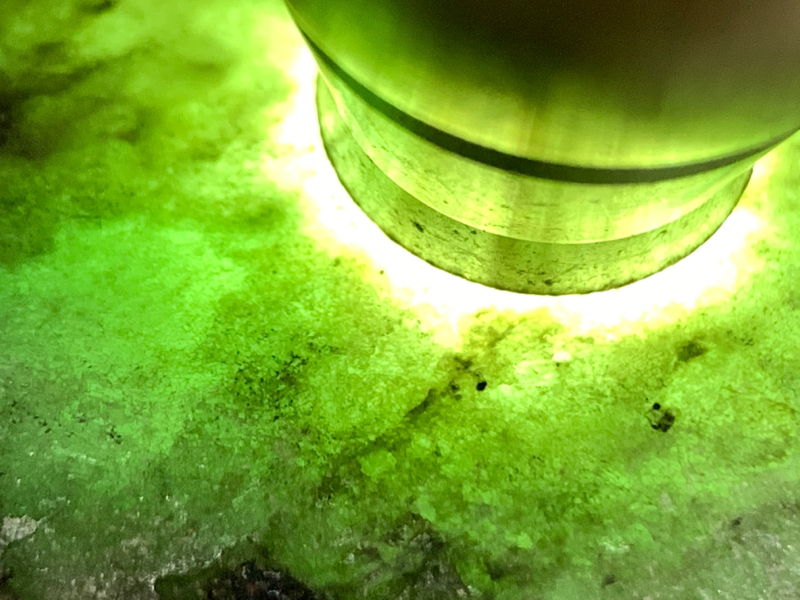 【超值精选】后江全赌料 整体形状立体饱满圆润 压手感重 全身皮壳细腻紧致 雾层表现出色 绿晴底色