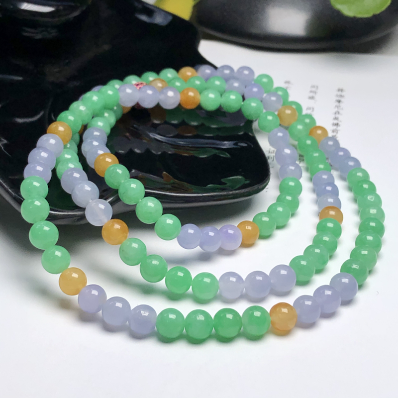 糯化种多彩翡翠珠链项链、118颗、直径6.3毫米、质地细腻、色彩鲜艳、隔珠是装饰品、ADA028D1