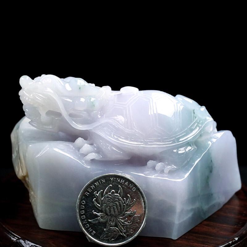 拍下有礼龙龟小摆件,立体生动形象,色泽清新,雕工精细,造型别致,尺寸:93.5*44.7*57.8mm。