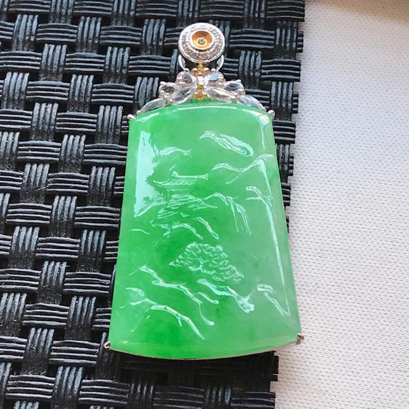 天然翡翠A货 18K金伴钻糯种水润飘阳绿山水牌吊坠,玉质细腻,色美种足,上身高贵漂亮,尺寸连金42.