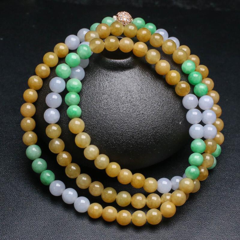 拍下有礼三彩翡翠珠链。共108颗珠子,取其中一颗珠尺寸大约7mm,珠子实物漂亮,色泽艳丽,清秀