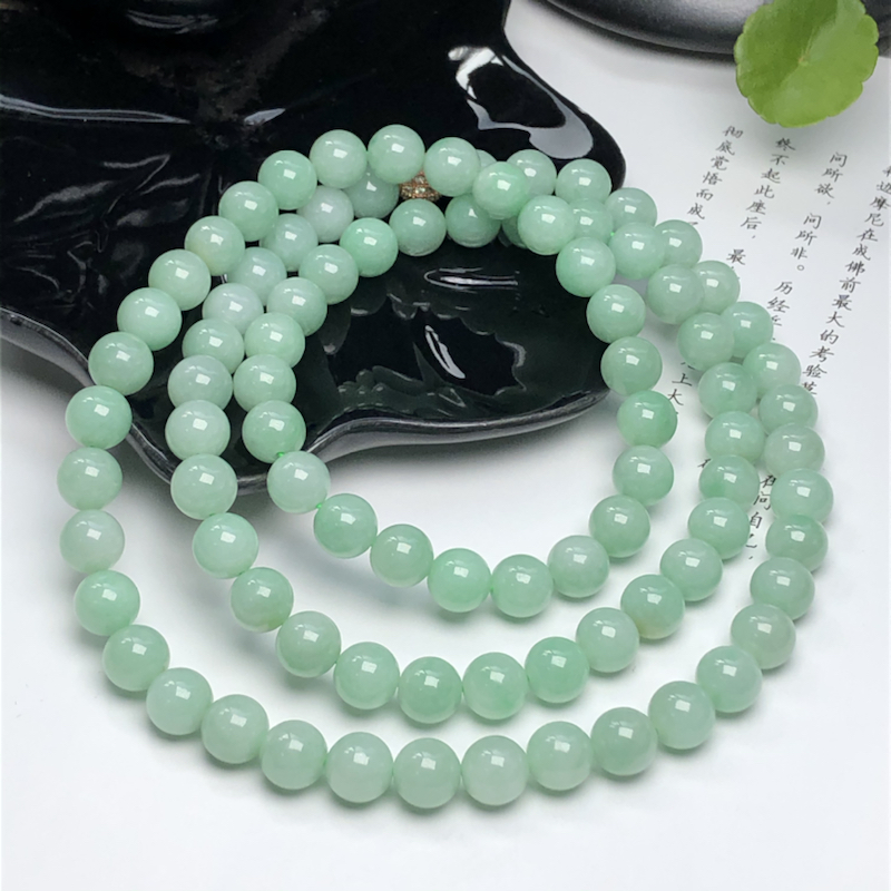 糯种晴底翡翠珠链项链、88颗、直径8.4毫米、质地细腻、色彩鲜艳、隔珠是装饰品、ADA028C15