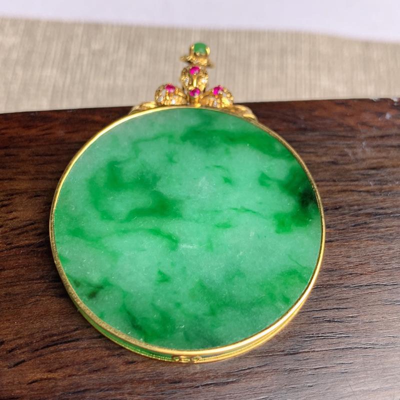 A货翡翠-种好满绿18k金伴钻无事牌吊坠,尺寸-裸石31.1*3.1mm整体42.2*31.6*3.
