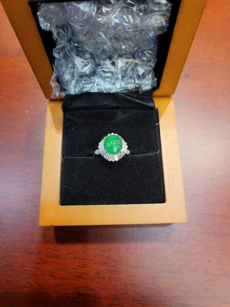 陈**:戒指收到了,很喜欢,谢谢阿勇主播。