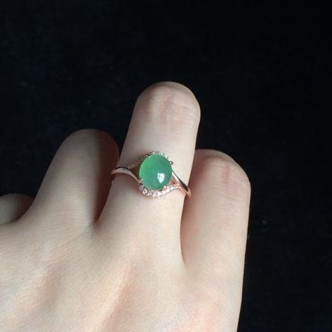 翡翠戒指戴哪个手指?