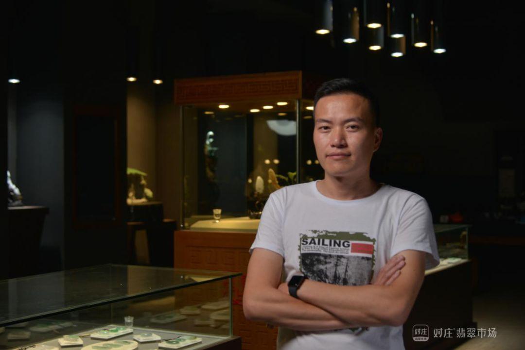 翡翠玉雕师郑立峰,浑然天成的工艺美