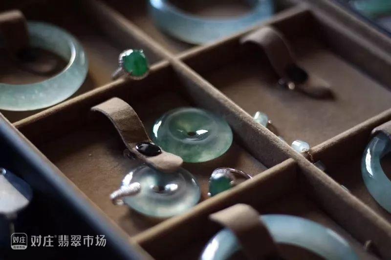 珠宝玉石的清洁与保养