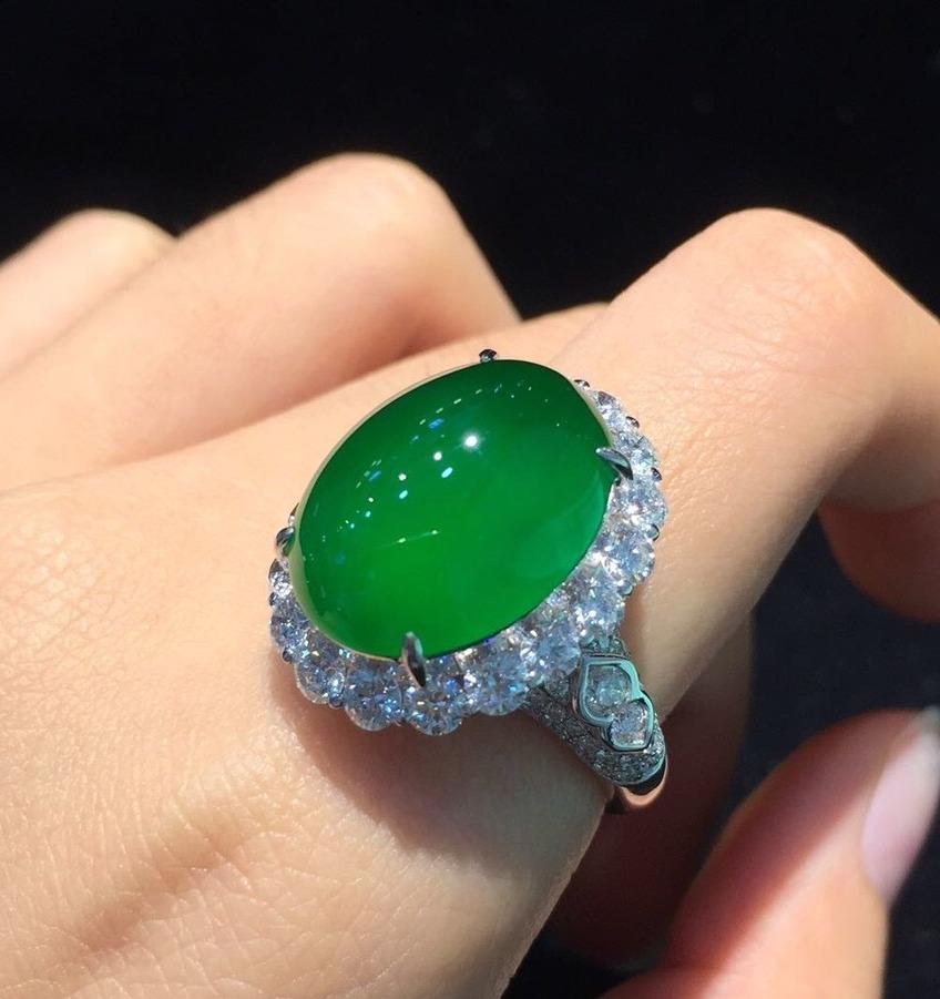 佩戴翡翠玉指环的好处与保养方法