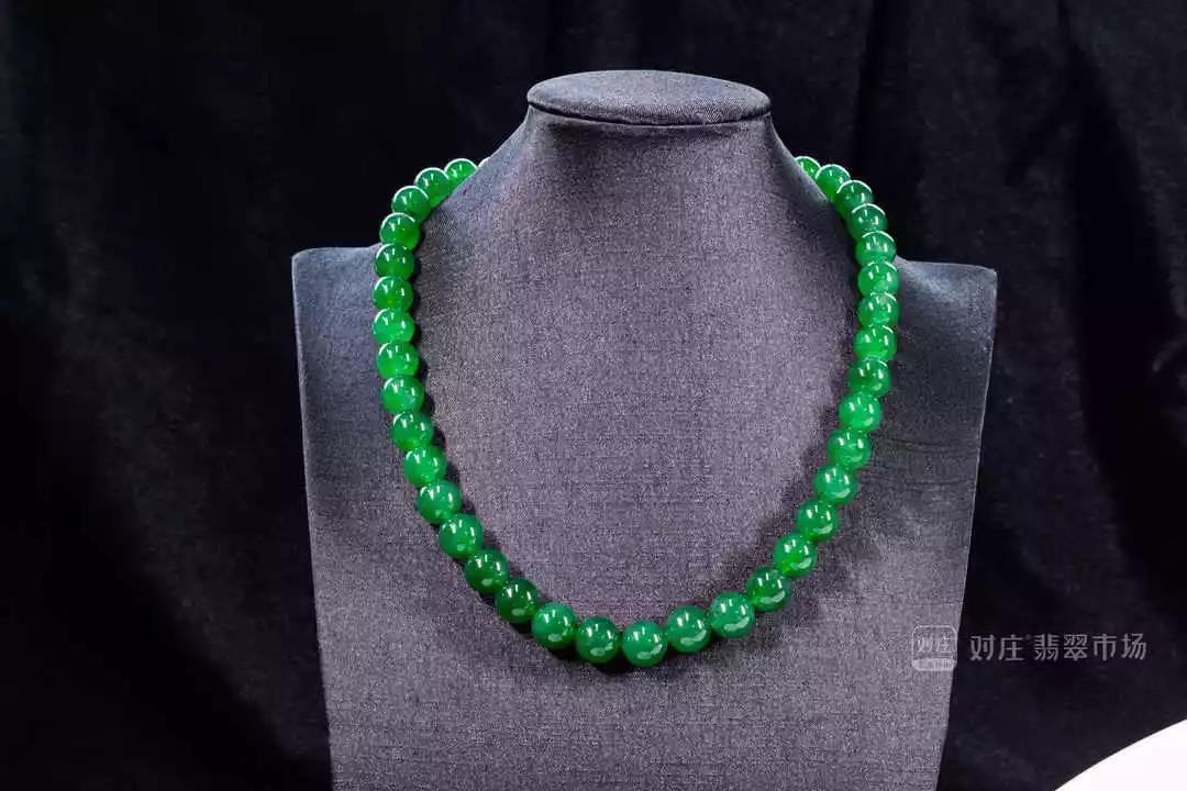 对庄满绿翡翠珠链